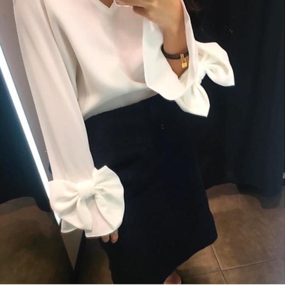 6165fcccb6 NWT Zara White Long Sleeved Bow V Neck Blouse NWT